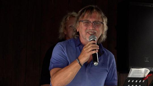 Dalibor Janda si po 11 měsících opět zazpíval.