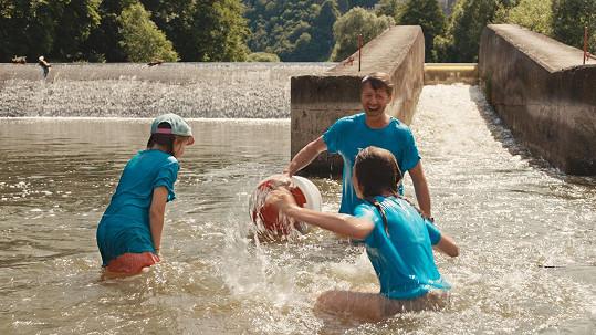 Langmajer má vodní sporty rád. Jeho filmová postava má ale na vodě trable.