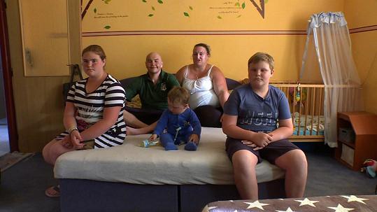 David žije s partnerkou Věrkou a třemi dětmi.