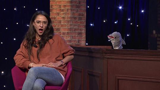 Eva Burešová jako host pilotu Nečum na mě show. Z některých otázek byla nesvá.