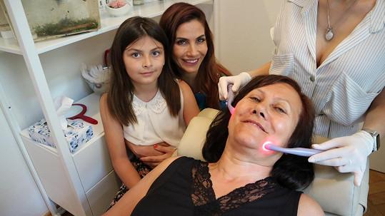 Eva s maminkou a dcerou ráda vyrazí na dámskou jízdu.