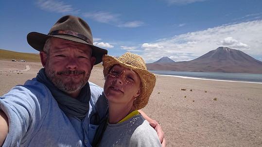 S manželkou rádi cestují po světě.