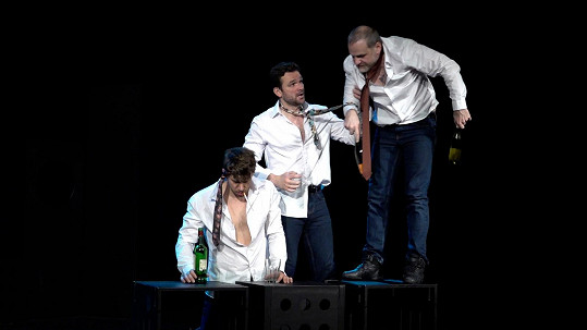 S kolegy připravuje premiéru představení Vše o mužích.