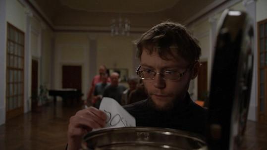 Karel Ondrka ve filmu Úsměvy smutných mužů ztvárnil jednoho z pacientů léčebny.