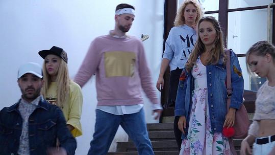 Lucka během natáčení klipu k písni Perfect Kiss.