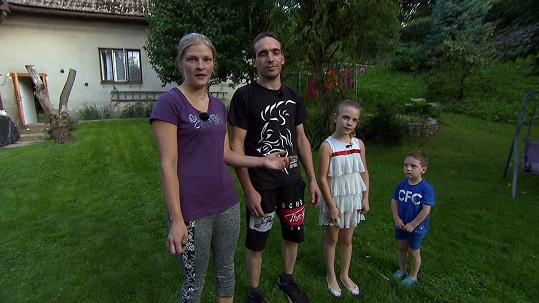 Druhá rodina ze Sloupnice je početnější. Pavel a Andrea mají dceru Natálku (10), Vojtu (4) a ještě syna Tondu (11).