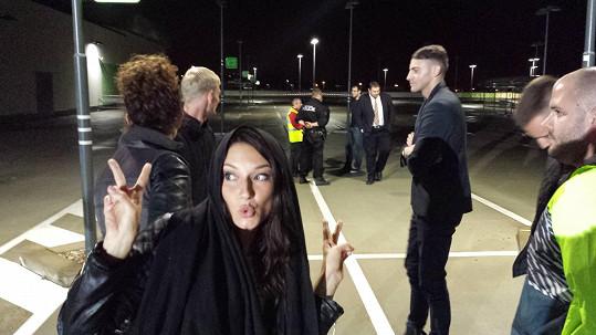Andrea zdokumentovala příjezd policejní hlídky.