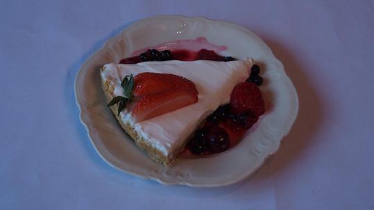 Na slibně vypadající dortík pak jejího hosta přešla chuť.