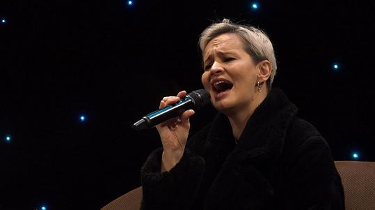 Monika Absolonová si zazpívá aspoň na online přenosech.