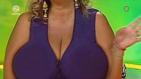 Majitelku těchto prsou Studenková urazila.