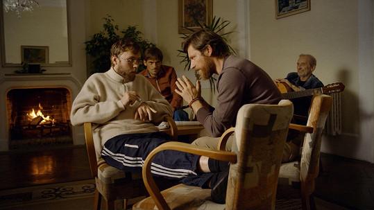 Hořká komedie vypráví osudy čtyř dříve úspěšných mužů, kteří se potkají v protialkoholní léčebně.