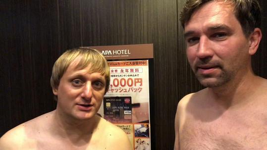 Ondřej Sokol a Lukáš Pavlásek natáčejí cestopis.