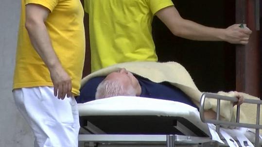 Slovenská média zaznamenala jeho cestu do nemocnice.