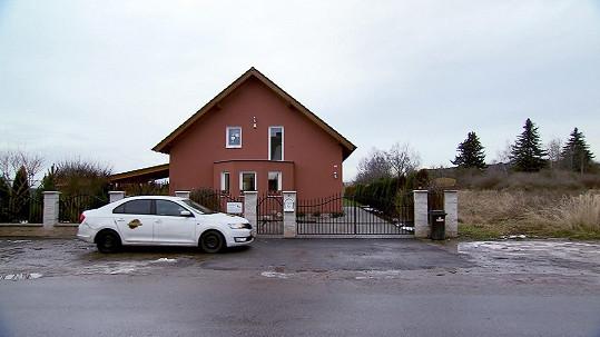 Dům, v němž žije Nina s rodinou.