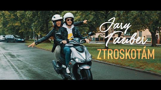 Karolina ve videoklipu Jaryho Taubera