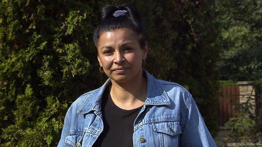 Helena (45) sdílí domácnost s novým partnerem a také manželem.