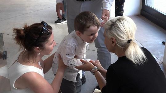 Na slavnostní ukončení druhého ročníku projektu Pařížská dětem byly pozvány i děti, pro které byla sbírka určena.