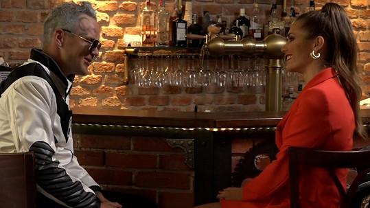S modelkou Karolínou Kokešovou při natáčení klipu.