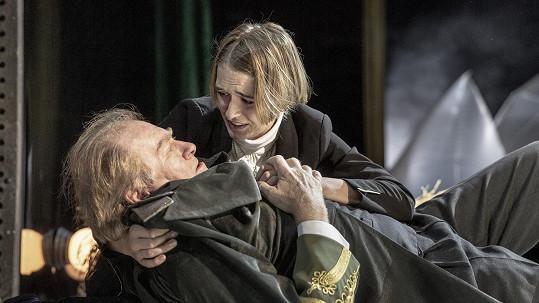 V adaptaci slavné románové epopeje Vojna a mír má jako kníže Bolkonskij dceru Marii, kterou ztvárňuje Marie Luisa Purkrábková.