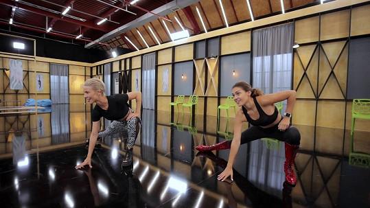 Jako první Kalousová trénovala choreografii na píseň Work B**ch.