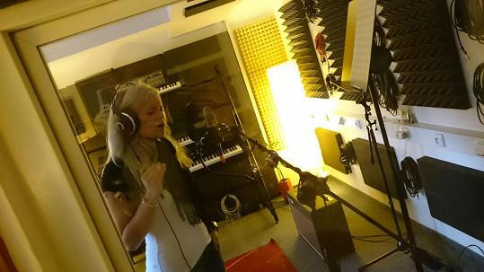 Ve studiu při nahrávání nového singlu