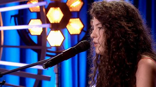 O Petře Zubčákové ze Slovenska ještě uslyšíme... Skvěle zazpívala píseň Sober od Demi Lovato.