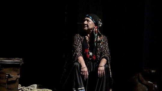 Ludmila Molínová hraje v muzikálu Cikáni jdou do nebe vědmu Izergil.
