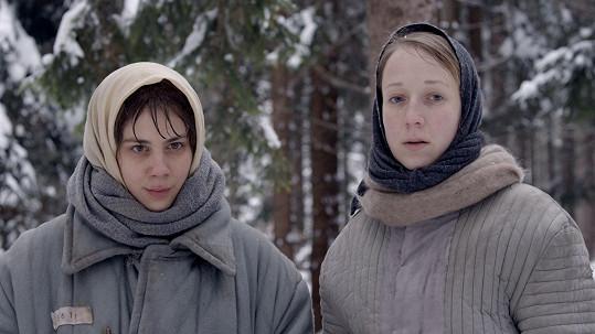 V hadrech a v zimě, tak prožívala roky básnířka, kterou Aneta hraje.