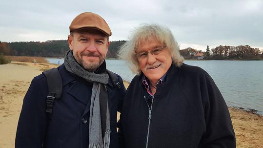 Kytarový virtuos s moderátorem Václavem Zmolíkem