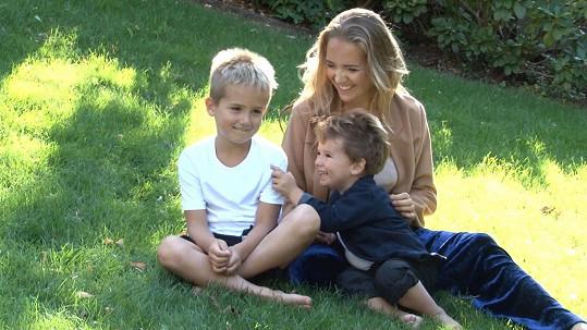 Lucie se syny Matyášem (vlevo) a Adamem