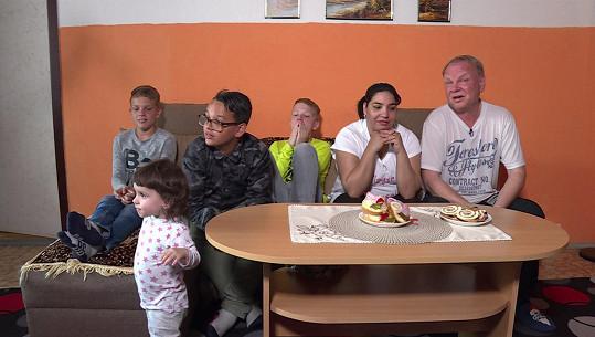 Markéta a o dvacet let starší Vlasta vychovávají čtyři děti.