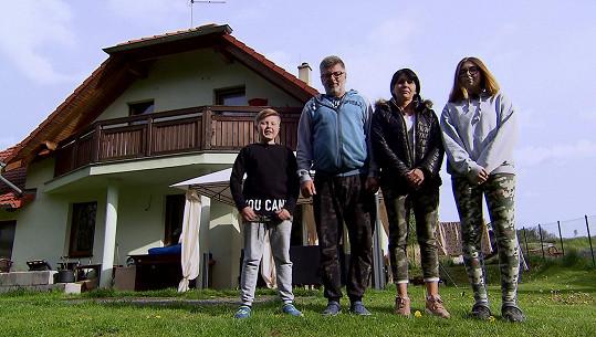 První rodina z Lokte ve složení maminka Lenka, táta Míra a děti Tereza a Maty žijí v rodinném domku.