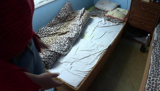 Takhle postel vypadala po příjezdu Andrey.