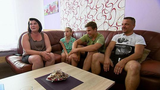Míša s rodinou, kam přišla na zkušenou Petra.