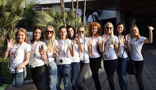 Po dvanácti hodinách letu, dvouhodinovém přestupu a hodině a půl jízdy autobusem jsou finalistky České Miss pro rok 2016 konečně v cíli.