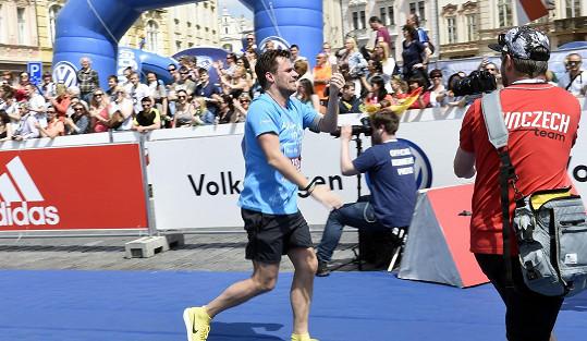 Leoš Mareš běžel poslední úsek štafety, tedy 12,4 kilometrů.