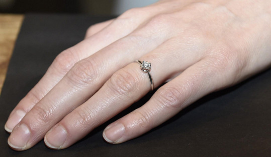 Na Valentýna požádal v přímém televizním přenose moderátorku její partner Viktor o ruku a ona jeho žádosti vyhověla.