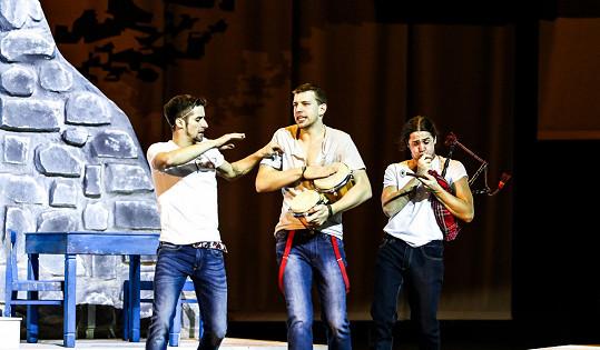Tomáš Smička (vlevo) v Mamma Mia!