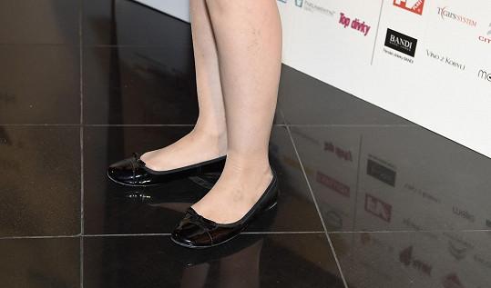 I boty zvolila bez podpatků.