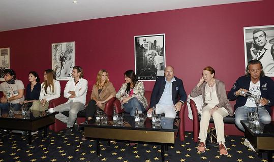 Tisková konference k filmové hudební komedii Decibely lásky