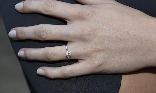 Petra vrátila zásnubní prsten.