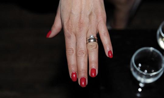 Zásnubní prsten v detailu