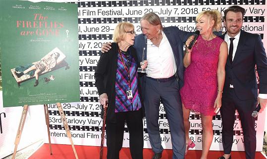Leoš s programovou ředitelkou festivalu Evou Zaoralovou a šéfy firmy, která uděluje ceny pro nejlepší filmový plakát Pavlem Slabým a Kamilou Mortimer