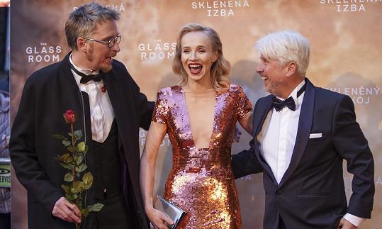 Herečka s partnerem Filipem Žilkou a producentem filmu