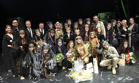 Premiérové obsazení muzikálu Tarzan - Tarzanem byl David Gránský, Jane hrála Ivana Korolová, opičí rodiče Kalu a Kerchaka Dita Hořínková a Pepa Vojtek.