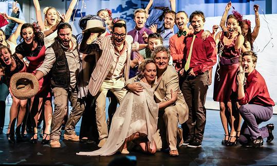 Záběr z českého muzikálu Mamma Mia!