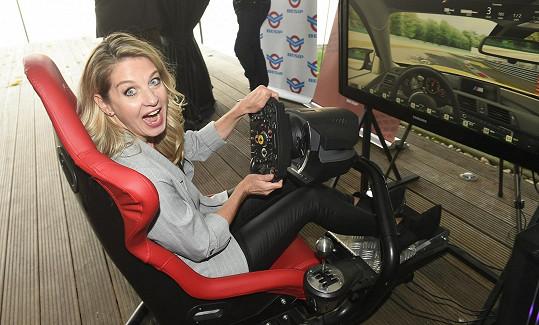 Vyzkoušela si simulátor řízení.