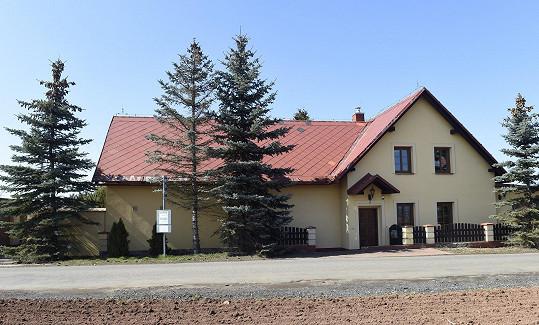 Pohled na dům ze silnice
