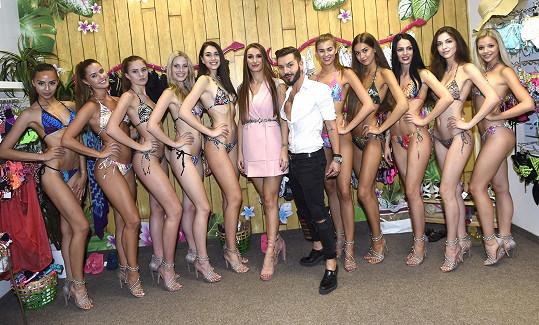S výběrem pomáhala šéfka soutěže Táňa Makarenko a stylista Sam Dolce.