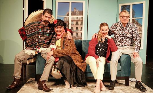 Premiéra komedie Osm eur na hodinu se stihla uskutečnit ještě těsně před nařízením vlády o zákazu veškerých kulturních akcí nad 100 lidí kvůli koronaviru.